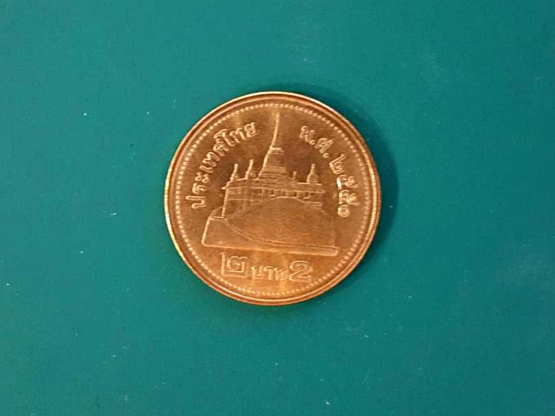 เหรียญ 2 บาท เนื้อบรอนซ์ 2551 กลางเหรียญมีรูปบรมบรรพตวัดสระเกศ กรุงเทพมหานคร